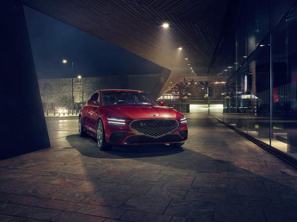 제네시스의 중형 스포츠 세단 G70가 새로운 얼굴로 돌아왔다./사진제공=현대자동차.